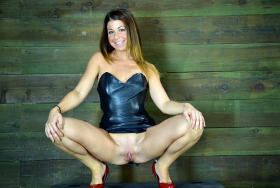 Mia Gold – Throat Boarded Skull Fucked While Trapped Upside Down On A Beam