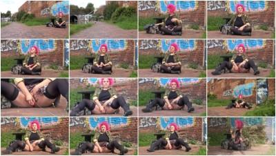 Roxy Goes Wild 2