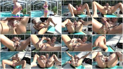 Peehole Playbythe Pool