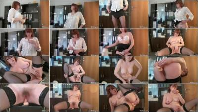 Redhead Milf Silvia Masturbating