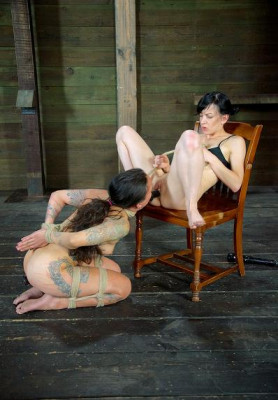 Tattooed Tramp – Henna Hex