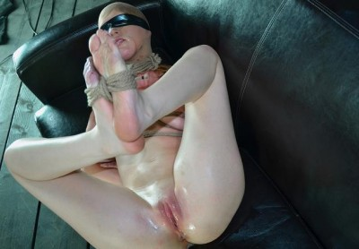 Squirt Couch in Hot Action