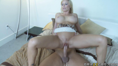 Good Sex With Blonde Milf At A Party
