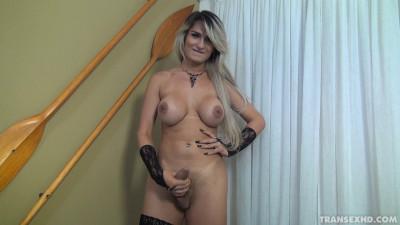 A Travesti Ana Kelly Sensualizando