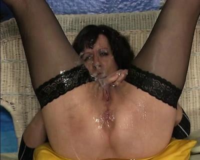 Kinky pissing oldie
