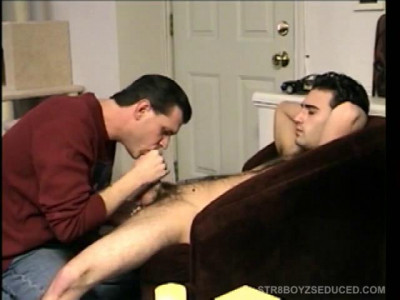 Str8 Boy Paulie Licks Dick