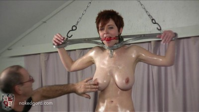 Ryanne Meets The Rotating Pussy Pole Scene