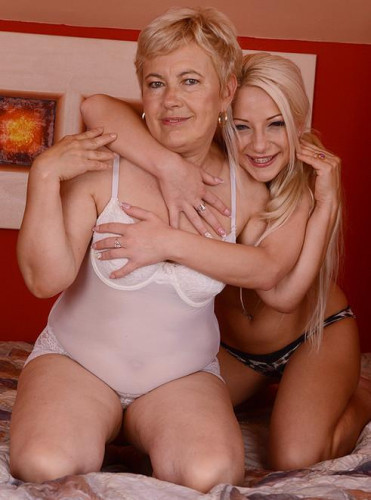 Ursula Grande and Anastasia Blonde - Looking for Comfort