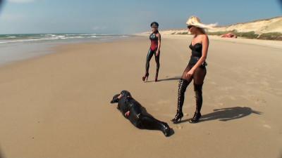 Clingfilm Fun on the Beach (2012)