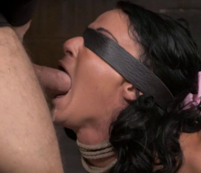 Newbie London River Gives Her First Blowjob