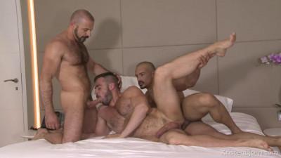 Skins: Room With A View - Felipe Ferro, Jose Quevedo, Santi Noguera