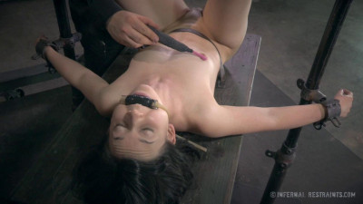 Winnie The Hun  1 (19 Sep 2014) Infernal Restraints