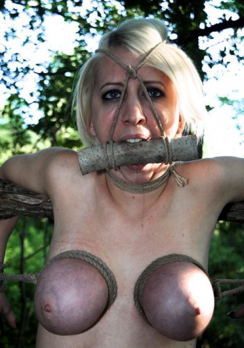 A Walk In the Park - Sexy slave Cherry