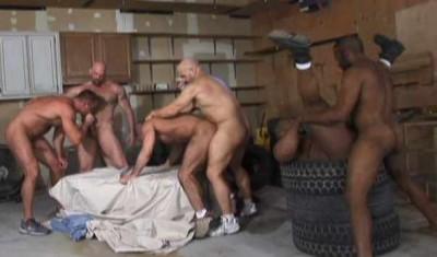Muscle Bears In Hardcore Orgy