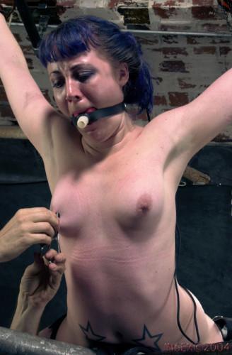 Insex – Betty's Toe Tug (Live Feed From June 24, 2001) RAW (Betty, 411)