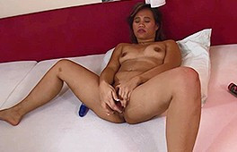 Asian girl fucking herself