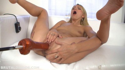 Karina Gold Big Dildo Machine Fuck (2014)