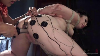 Description Electro Sluts – Siouxsie Q & Daisy Ducati