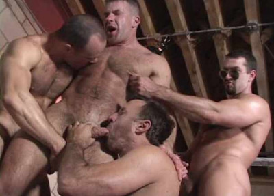 Brutal Muscle Bears In Gangbang