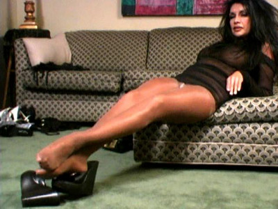 Foot Tease - Victoria Jacobs