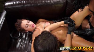 Marina Angel Loves Lesbian Double Penetration With Esmi Lee & Abella Danger