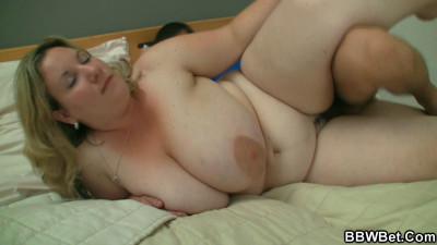 BBW is seduced by a guy who loves his girls big
