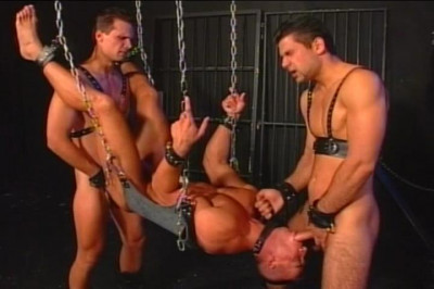 Chain Treatment Made The Guys To Suck The Cock