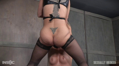 Madelyn Monroe – Unbelievably Hot Madelyn Monroe Bound To Sybian And Used By Couple (2016)