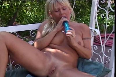 Blondie gets naughty