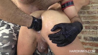 Hard Kinks — Fisting the Slave (Khalel, Toro Tyrk)