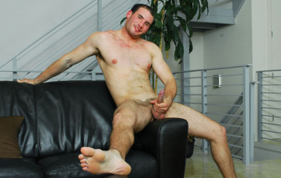 CollegeDudes - Eric Rollins Busts a Nut