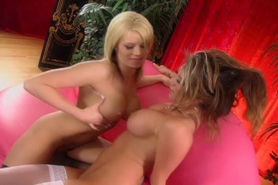 Perfect lesbos hitting it off