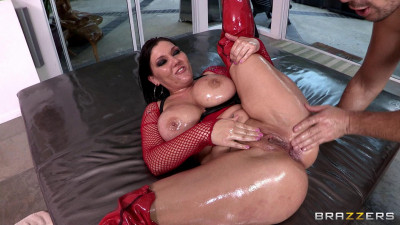 He Oiled Her Yummy Bottom and Pounded Her Hot Holes