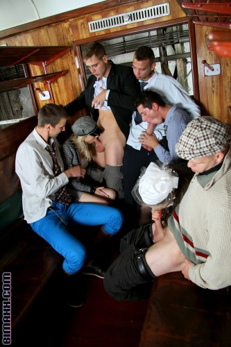This Bi Orgy Goes Hard and Shows Us All Why Looking Good