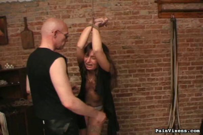 Painvixens – 31 Oct 2008 – Brunette Captive Torment