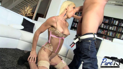Blonde Beauty Sami Price Loves Getting Dicked Down