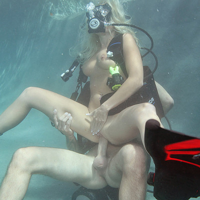 Sexy Blonde Learn To Dive Under The Water