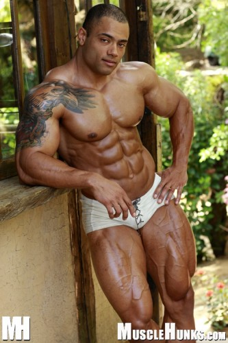 MuscleHunks - Julio Lopez: Mountain of Muscle (2006)