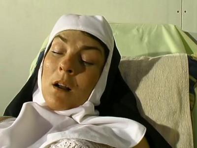 [Telsev] Une nonne chez le gyneco Scene #1