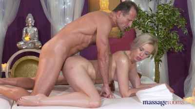 Linda Summer — George Massages Linda (2016)