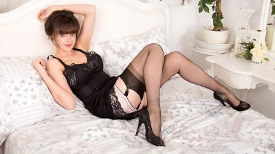 Kate Anne - Smooth as nylon?