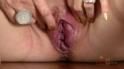 Izolda pregnant shines your day with her lovely charming smiles (2014)