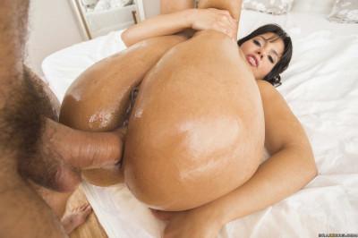 Seductive Latina Babe Craves Anal Sex