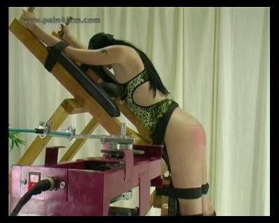 ExtremeWhipping – KiraBlack