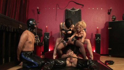 Adoration of the queen in latex