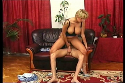 Busty blondie loves to ride