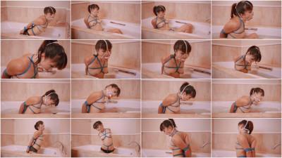 Restricted Senses – Mina's Bath Time