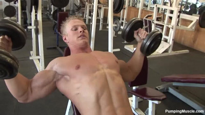 Pumping muscle – Bodybuilder Kevin Schnittker Photo Shoot 1