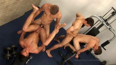 Jan, Lukas, Robert & Borek: Fucking in the Gym (720p)