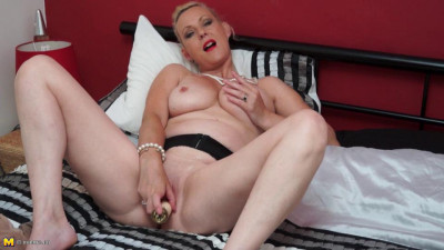 Mature Betsy Blue (43)